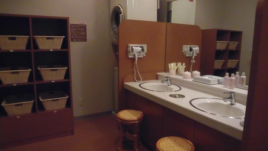大浴場脱衣所