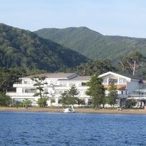 レイクサイド磐光 猪苗代湖側から見た外観