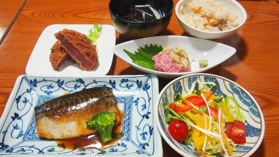 夕食(サバの味噌煮)