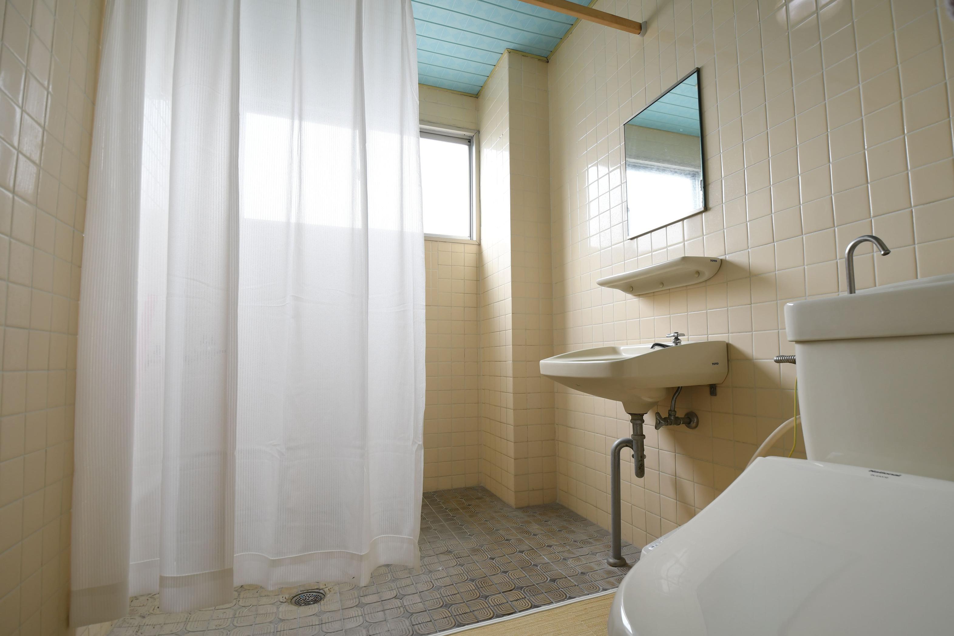 スタンダード個室シャワールームとトイレ付