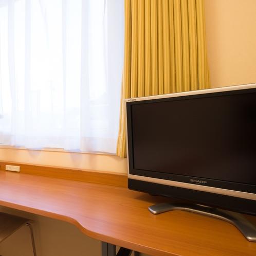 ◆客室テレビ◆ デスク上のリモコンをご利用ください。