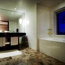 ディプロマットスイート バスルーム お風呂からの眺望もお愉しみください