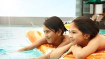 【夏季限定】喧騒を忘れて愉しむ屋上ガーデンプール