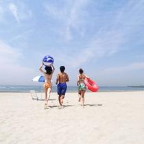 (海水浴イメージ)夏休み到来!ビーチが目の前!