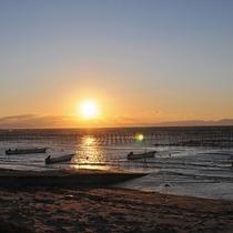 雄大な伊勢湾に映える夕日を眺めながら寛ぎのひとときを。。