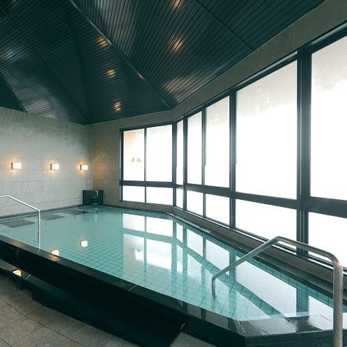 【大浴場】無色・無臭の湯でお肌つるつるの効果が期待される天然温泉で、保温効果が抜群です。