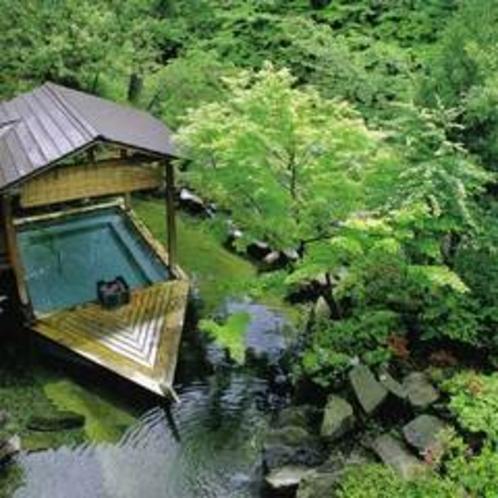 *舟形の露天風呂