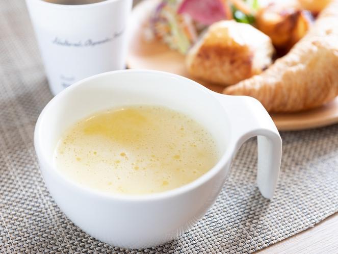 リニューアルオープン♪焼き立てパンに良く合うスープは3種類ご用意しております。