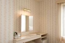 レディースルーム 三面鏡