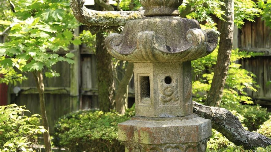 ■中庭/当館自慢の中庭で、のんびりお寛ぎください。