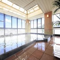 ■純和風展望風呂(男湯)/いわき湯本の天然温泉を源泉掛け流しの湯としてお楽しみいただけます。