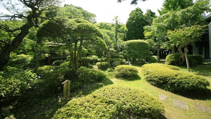 ■中庭/四季折々の色合いを魅せる閑静な日本庭園は、心を和ませてくれます。