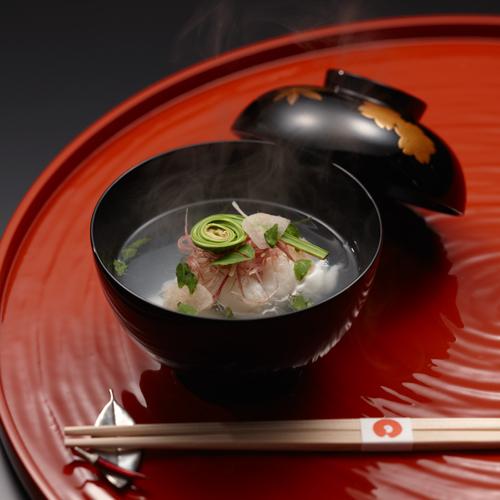 【お椀】四季折々の旬の食材を各地より。鮮度の高い素材そのものの味をお楽しみください。