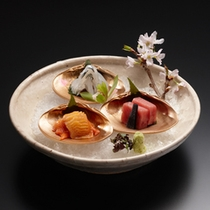 【前菜】春夏秋冬を五感で味わう本格懐石は、料亭旅館ならではの至極の品々。