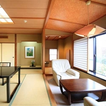 【「舞」の間】お庭と箱根連山の眺望が美しい、「箱根」ならではの眺望が楽しめるお部屋です。