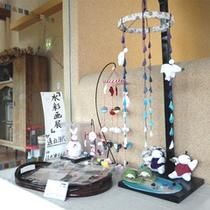 *ロビーには様々な作品を展示・販売するスペースがございます。