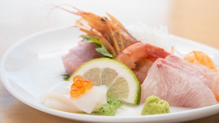 *地物で水揚げされた地魚を中心に、新鮮なお造りをお出ししています。