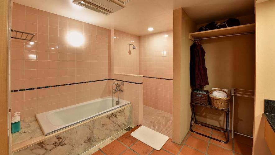 *バスタブの他に、シャワーが別にあるので快適です。