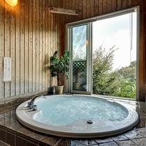 *無料貸切風呂 「ジェットバス」 窓を開けると目の前には相模湾が広がっています。