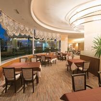 ホテル1階 レストラン「レザン」(夜)