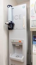 製氷機(6階ランドリーコーナー):備え付けの紙コップに入れて持ち運びください。