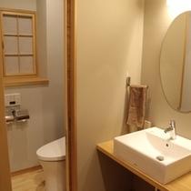 和洋室洗面所とトイレ