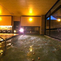 ◆大浴場◆玉子を「ぎゅっ」と握りながら温泉に入ると、不思議な力が宿りそう♪
