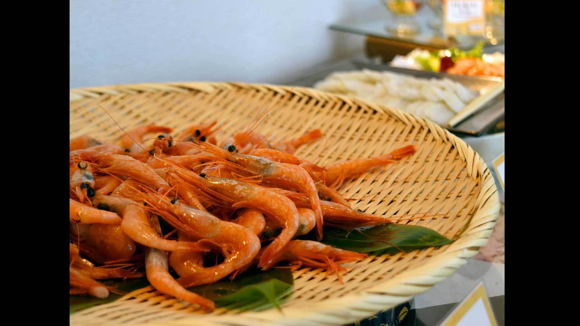 【夕食バイキング(夏季限定)】甘エビは身が柔らかく、独特の甘みがあります。