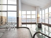【大浴場】明るく開放的な大浴場です