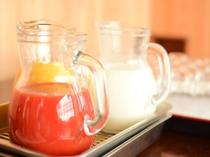 【朝食バイキング】バイキングでは野菜ジュースや富良野の牛乳がオススメ!