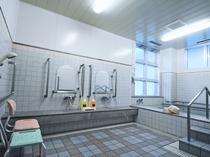 【高齢者、障害者用リハビリ浴室】ご家族でも広くお使いいただけます