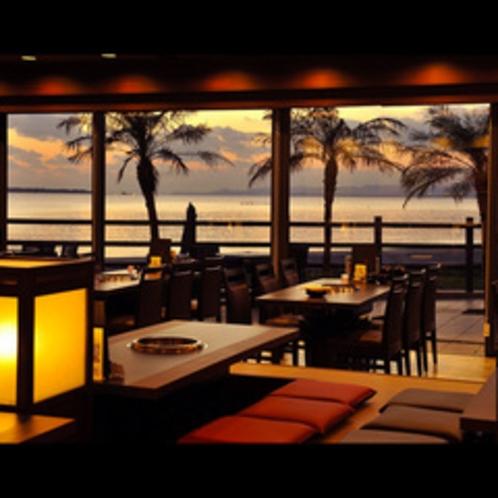 ★石垣牛焼肉&ダイニング「琉華」 店内から竹富島・小浜島・西表島を望む。