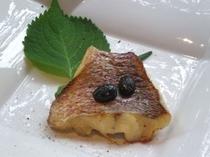 天草産 鯛の香草焼き