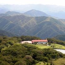 山の上の一軒屋です