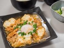 夕食処『花々亭』 選べる二食付きプラン ~オリジナルレシピ だしの旨味が効いた豚キムチ定食~