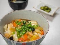 夕食処『花々亭』 選べる二食付きプラン ~具だくさん!やさしい味付けの海鮮中華丼~