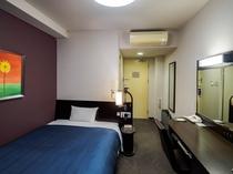 ■コンフォートシングルルーム■ 安らぎ溢れるシックな雰囲気のお部屋。充実のアメニティをご用意。