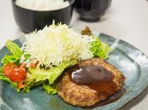 夕食処『花々亭』 選べる二食付きプラン ~ジューシーなハンバーグ定食~