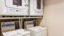 ■ランドリーコーナー 洗濯無料♪ 乾燥機20分100円