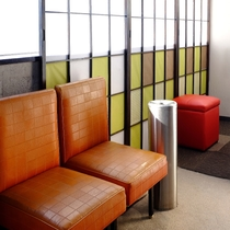 【喫煙所】1階休憩所・2階アミューズメントコーナー・4階EVホール、館内に3か所設置してあります
