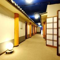 【3階客室前廊下】昭和レトロな懐かしい雰囲気です♪