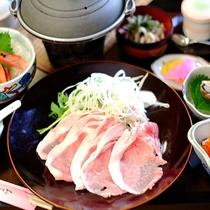 地元産の新鮮野菜と大きく上質なお肉を一緒に召し上がれ♪