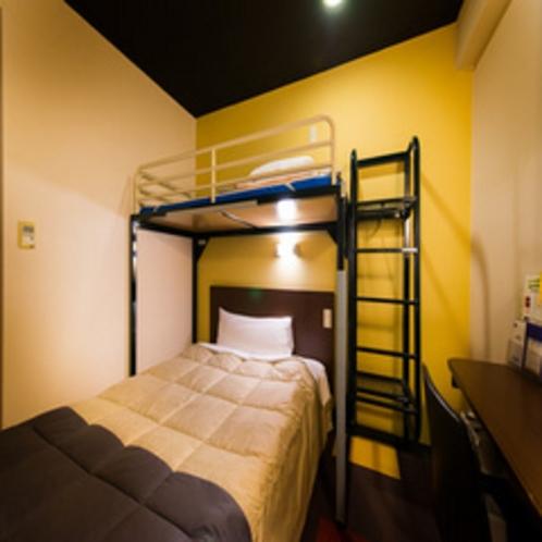 【スーパールーム3名様まで入室可能*<ダブルベッド+ロフトベッド:計2台のスタジオツイン>】