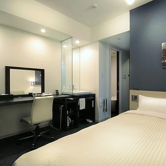 【喫煙】シングルルーム《ベッド幅140cmのセミダブル仕様》