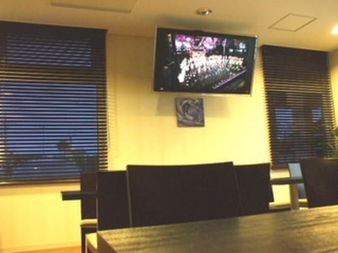 レストランにある、52インチの液晶テレビ。