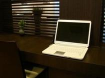 無料でお使いいただけるパソコンは、レストラン内に設置!インターネットで観光地を検索!