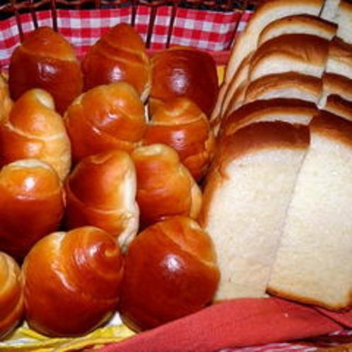 近所のパン屋さん手作りのパンです。