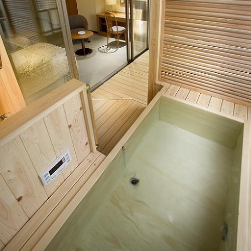 [客室露天風呂の一例】 薫る檜風呂