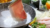■【ご夕食一例】白河高原清流豚のしゃぶしゃぶは肉の旨味・甘みが楽しめます!※日によって調理方法は異な
