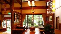 ■【館内】ロビーは天井が高く、開放的な雰囲気